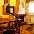 Salón con chimenea El Roble