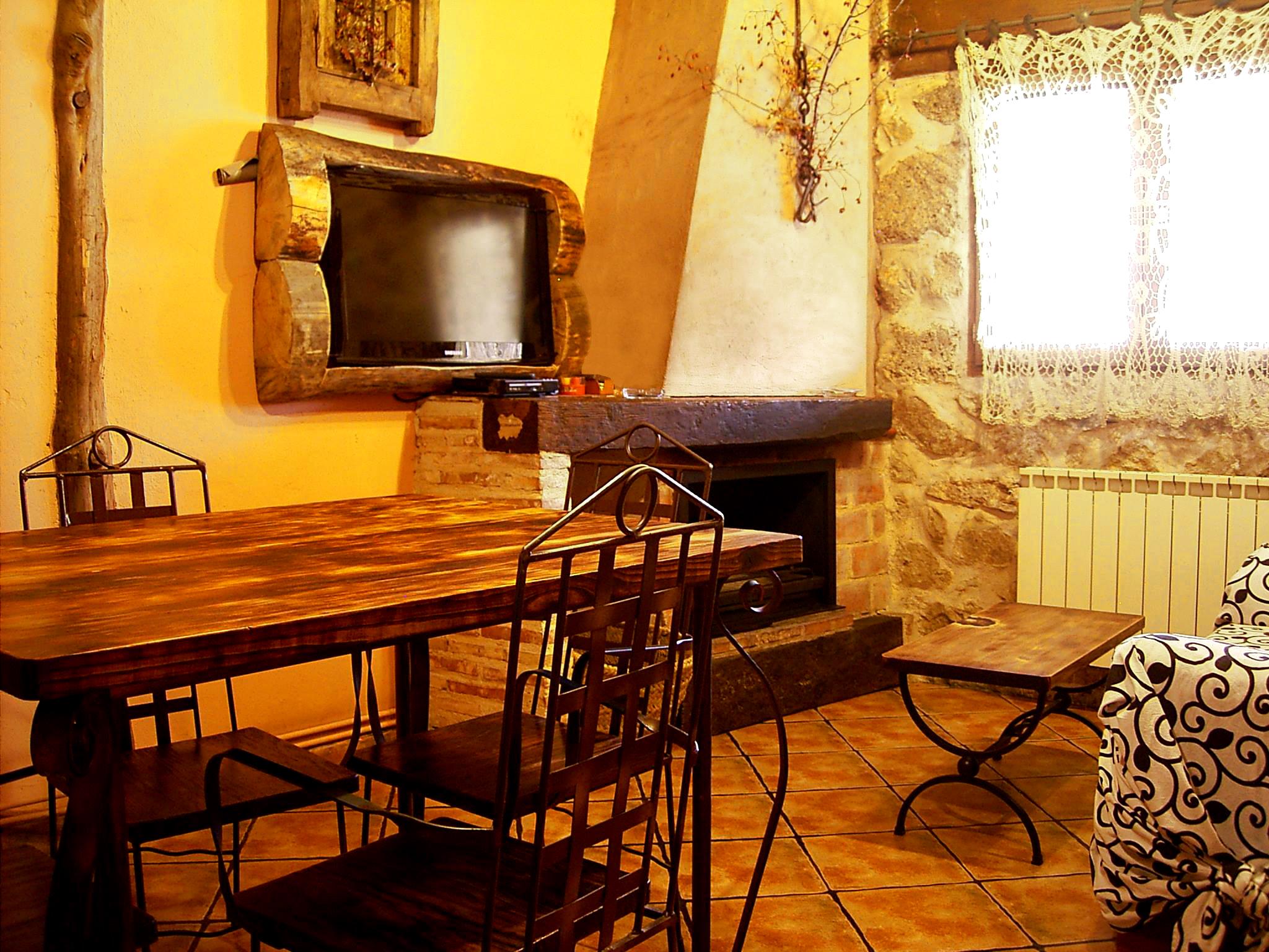 Casas con chimeneas chimenea rustica foto muebles beige - La chimenea muebles ...