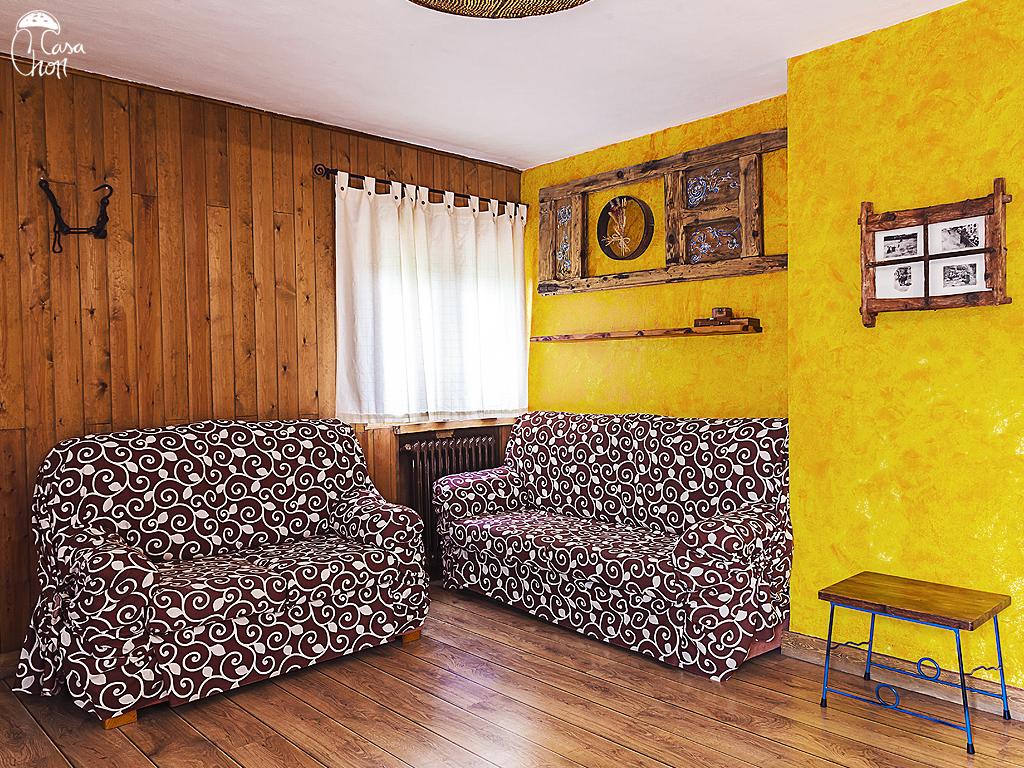 Comedor con dos sofás (5 plazas)
