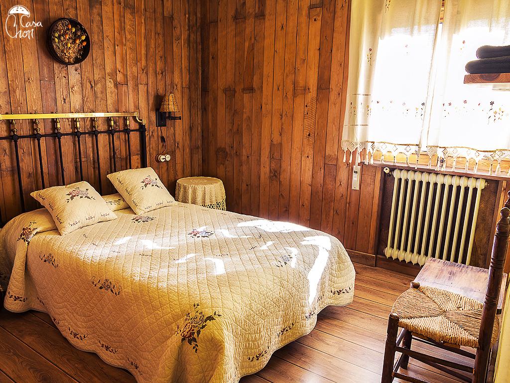Habitación de matrimonio con cama doble de 1,90