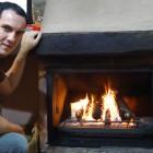 Vicente y en la chimenea del El Roble