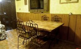 Salón con cocina de noche
