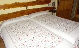 Habitación de dos camas de 1,90