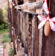 Casa Rural Alto Tajo Guadalajara. Decoración colgar madera